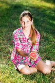 A girl holds a fresh citrus — Foto Stock
