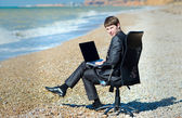 Freelancer working at a laptop. — Stock Photo