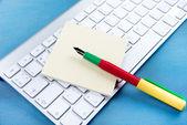 Stetoskop na klawiaturze laptopa. — Zdjęcie stockowe