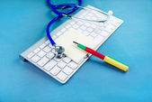 Stethoscope on laptop keyboard — Стоковое фото