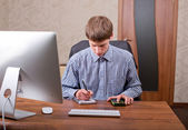 Freelancer working at a laptop — Stockfoto