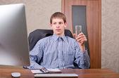 Freelancer working at a laptop — Stock Photo