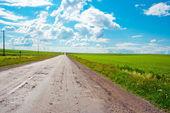 Вид сельских дорог и голубое небо — Стоковое фото