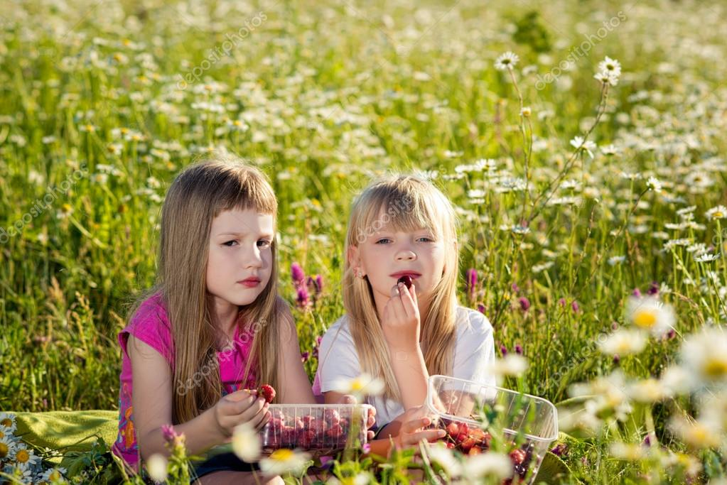 Девчонки на природе картинки