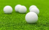 高尔夫球在球棒上绿色路线 — 图库照片