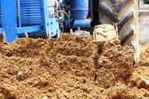Traktorn arbetar — Stockfoto