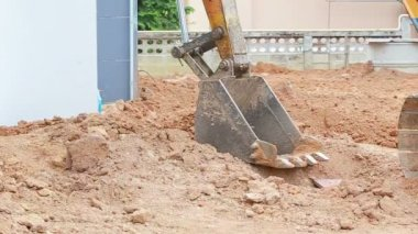 Backhoe working for house construction — ストックビデオ