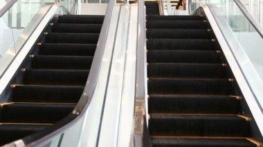 Escalator moving — Stock Video