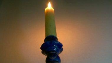 Hořící svíčka — Stock video