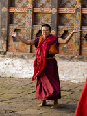 A monk rehearsing for the Trongsa tsechu — Stock Photo