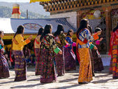 Women wearing traditional kira dresses at the Jakar tsechus — Stock Photo