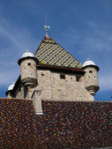 Colorful rooftop tiles on a castle in a small village in France — Stock Photo