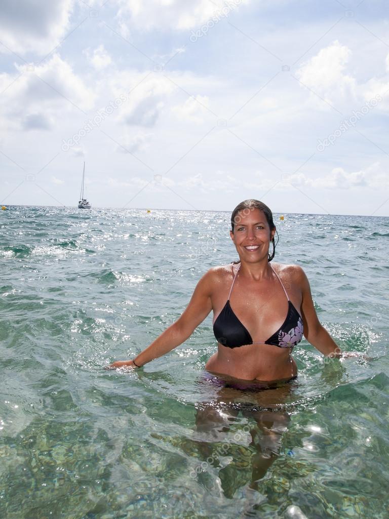 Foto chica nadando desnuda mar photo 40