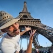 Tourist pointing to Eiffel Tower in Paris — Stock Photo
