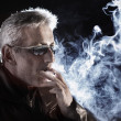 man smoking cigarette — Stock Photo