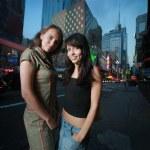 Two beautiful girls in New York City — Stock Photo
