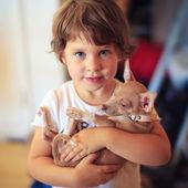 ребенок с собакой — Стоковое фото