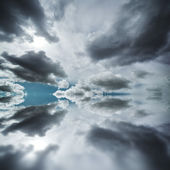 Dramatic clouds over ocean — Stock Photo