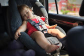 Child sleeping in car — Stock fotografie