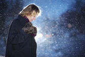 Pregnant woman at winter — Stockfoto