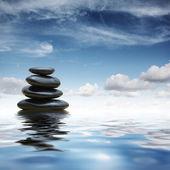 Piedras zen en agua — Foto de Stock