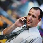 Businessman talking on mobile phone — Stock Photo #32908299
