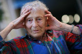 Senior woman holding head — Stock Photo