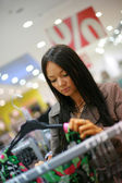 Beautiful young woman shopping in a store — Стоковое фото
