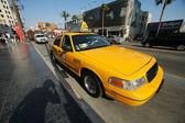 Yellow taxi cab at Hollywood Blvd — Stock Photo