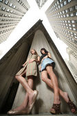 Two girls in New York City — Stock Photo