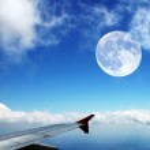 voando alto no céu — Foto Stock