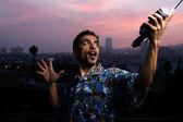Dramático retrato de um homem ao pôr do sol. — Foto Stock