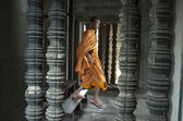 Monk in Angkor Wat. Siem Reap. Cambodia. — Stock Photo
