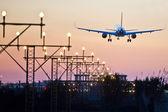 Flygplanet landar — Stockfoto