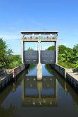 Sluice gates to control the water level — Stock Photo