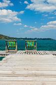 Dřevěná židle na pláži — Stock fotografie