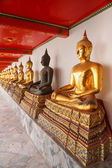 Buddha statues made of gold and black brass — Foto de Stock