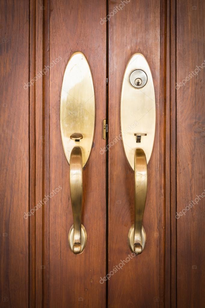 Tiradores de las puertas con llave foto de stock - Tiradores de puertas ...