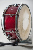 Red Wooden snare drum and Jazz brushes isolated on a white backg — Stock Photo