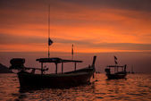 Long tail boat and sunset Phangnga. Koh Lipe Tropical Island. Th — Foto de Stock