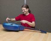 Changing the guitar strings — Stock Photo