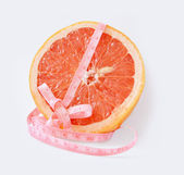 Grapefruit with centimetre — 图库照片