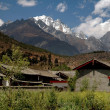 Shu He, China: View over Farmhouses to Jade Dragon Snow Mountain — Stock Photo