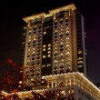 Hong Kong, China:  The Legendary Peninsula Hotel at Night — Stock Photo