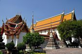 Bangkok, Thailand: Wat Pho Chedis and Halls — Stock Photo