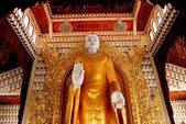 Georgetown, Malaysia: Buddha at Dhammikarama Burmese Buddhist Temple — Stock Photo