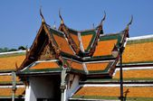 Bangkok,Thailand: Clositer Gallery Roofs at Wat Suthat — Stock Photo
