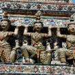 Bangkok, Thailand: Kinaree Figures on Wat Arun — Stock Photo #35032041