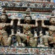 Bangkok, Thailand: Kinaree Figures on Wat Arun — Stock Photo