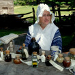 Foto Stock: Sleepy Hollow, NY: Womwith Colonial Medicines at Philipsburg Manor